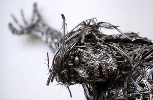 une-vue-rapprochee-d-un-christ-de-l-artiste-adel-abdessemed-_673137