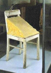 Beuys .Chaise avec coin de graisse  (1963)