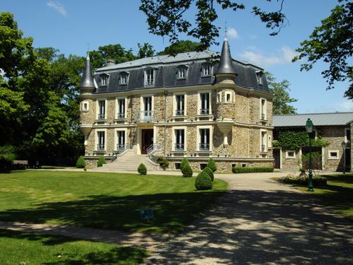 Le-Plessis-Trevise_59114_le-chateau-des-tourelles